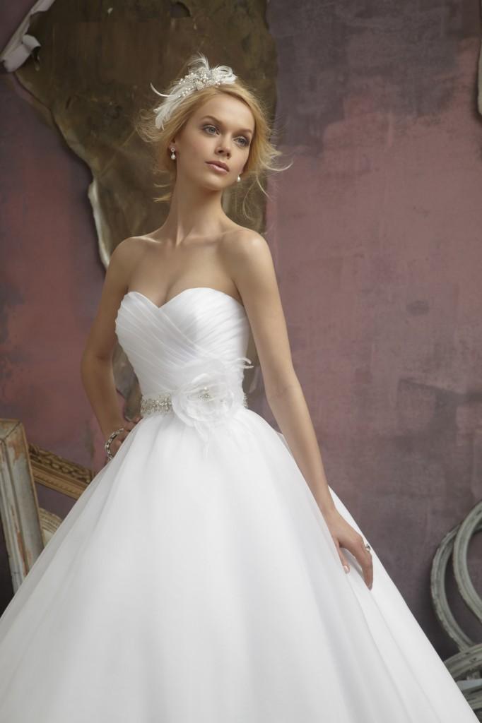 finest selection 2a762 7b3d5 Scegliere l abito da sposa 2016 | Vestiti con amore ...